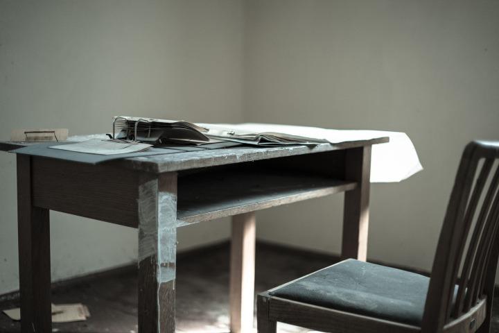 desk-947278_1920
